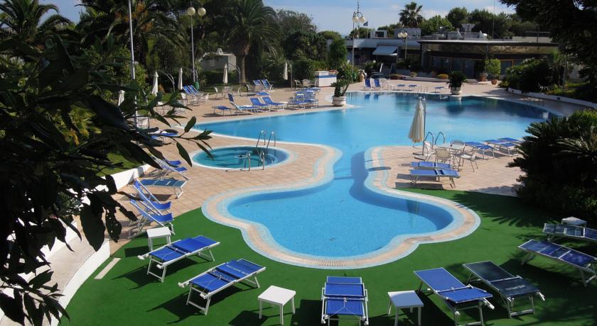 Vacanze in puglia prenotazione villaggi e residence salento - Piscina sulfurea santa cesarea terme ...